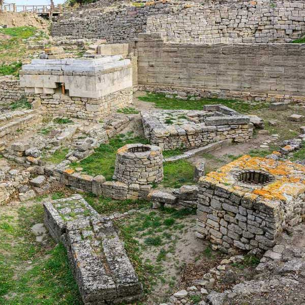 Ruins-of-ancient-city-of-Troy